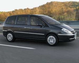 Cotroen C8 7 seater car hire